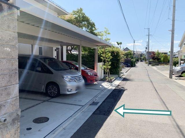 駐車場前の道路