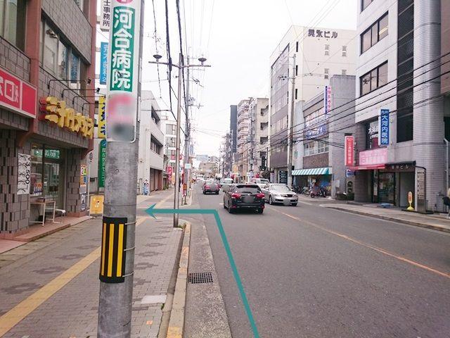 【道順1】「府道139号線」を「東」に進み、「三千円メガネ」の入ったビルを「左折」してください。
