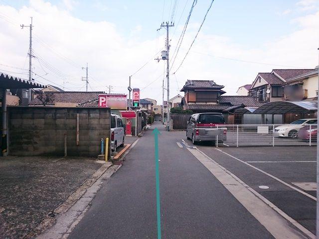 【道順3】途中、駐車場がありますが、間違えずに直進してください。