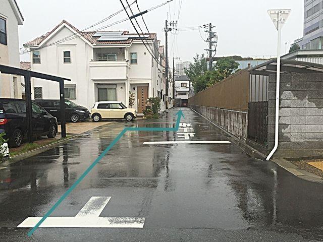 【道順4】道なりに直進してください。途中から道が細くなっておりますので、対向車等に気をつけてお進みください。