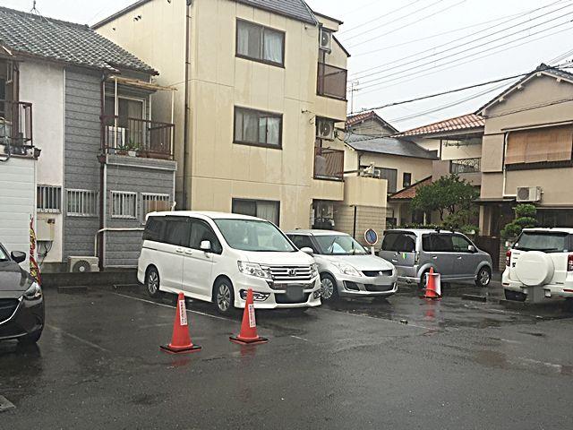 【道順9】駐車場の写真です。ご予約時のスペースに駐車してください。