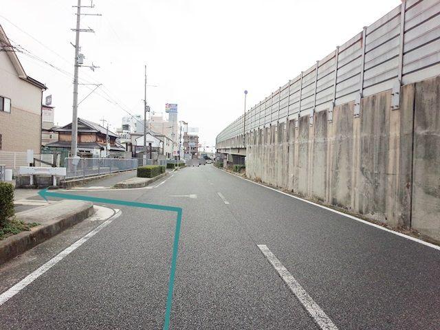 【道順2】側道に入って「1つ目の角を左折」してください。