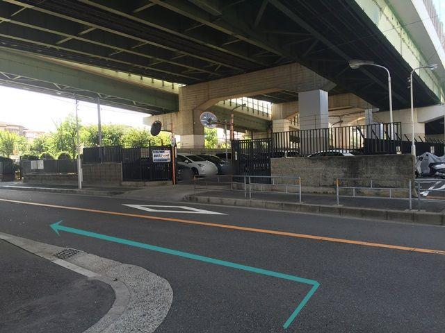 【道順6】突き当たり「左折」し、「左側」にakippa駐車場があります。