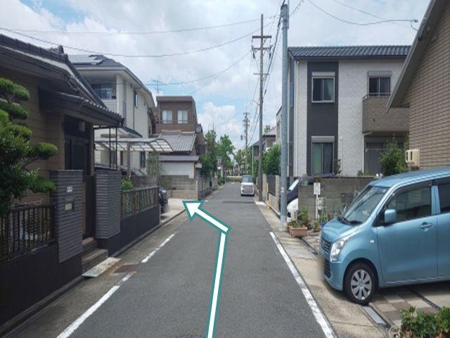 東海通からの道順3. 右折(北へ)後、左側に駐車場があります。この道の突き当たりは、福田東公園です。