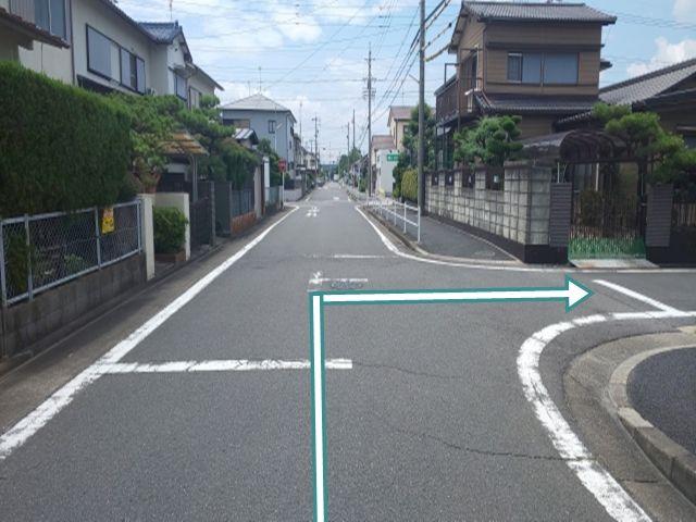 東海通からの道順2. 左折(西へ)後、すぐのT字路を右折(北へ)