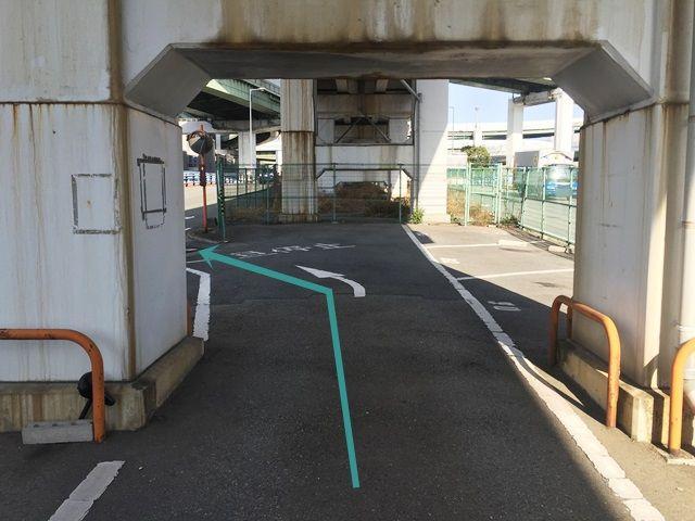 【道順6】出口は1つです。駐車場内の矢印に沿って出庫してください。