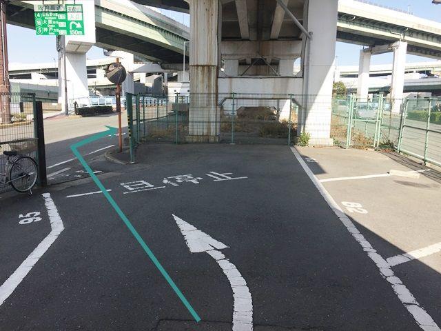 【道順7】出口付近の道路は「一方通行」になっておりますので、必ず「右折」してください。