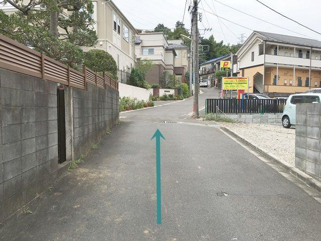 【道順3】右折後、直進してください。