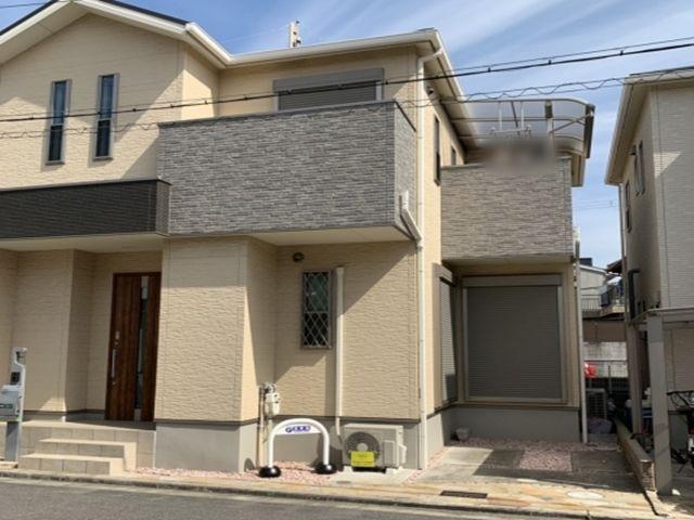 駐車場を保持する家です。周辺の家とお間違えのないよう写真のご確認をお願いします