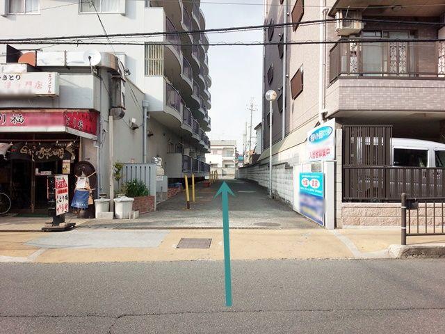 【道順1】「桒田ハイツ」と「インタースペース松本2番館」の間を進んでください。