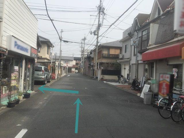 【道順1】こちらの角を左折してください。