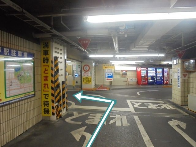 入口入って左に進んでください