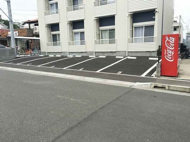【道順9】駐車場の写真です。予約したスペースに駐車してください。
