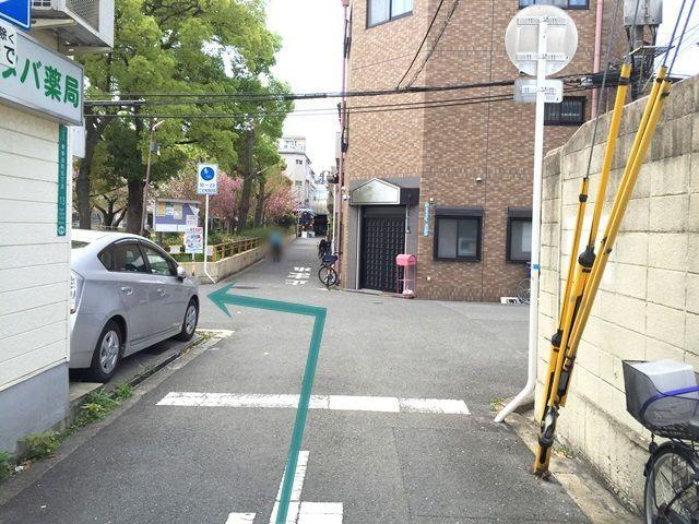 【道順2】1つ目の十字路を「左折」してください。