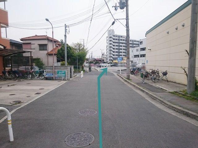 【道順5】「サンプラザ三国ケ丘東店」を通り過ぎると、右手にご利用駐車場がございます。