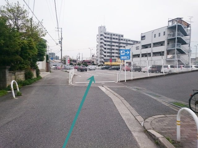 【道順6】駐車場入り口をお間違いにならないようご注意ください。