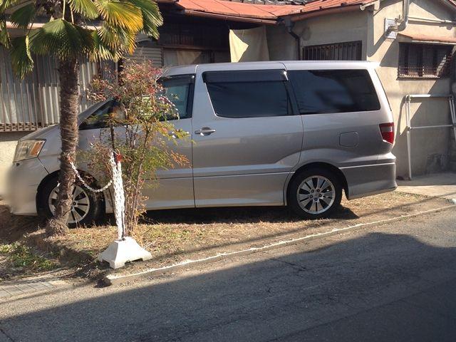 写真の駐車方法をご参考のうえ、駐車してください。