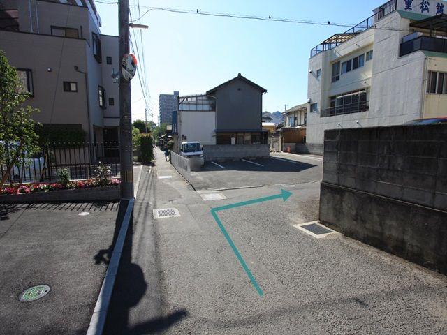 【道順5】矢印の方向に右折して下さい。