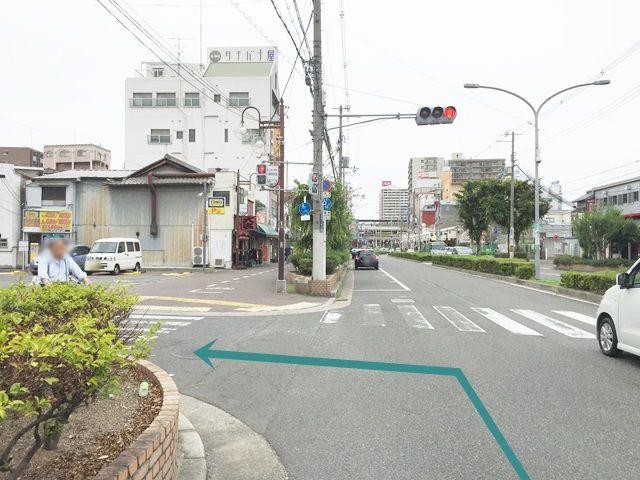 1.府道172号線を「府道173号線」方面から「布施駅」方面へ向かって進み、「三ノ瀬公園」を過ぎて次の信号を「左折」してください