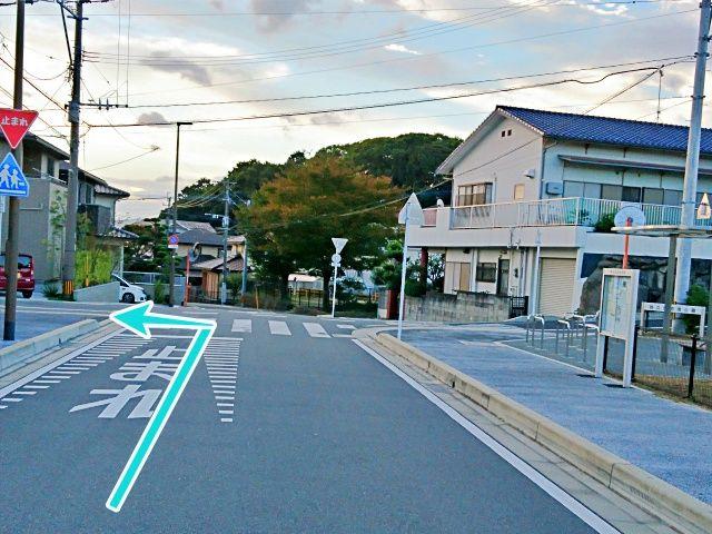 この十字路を左折します