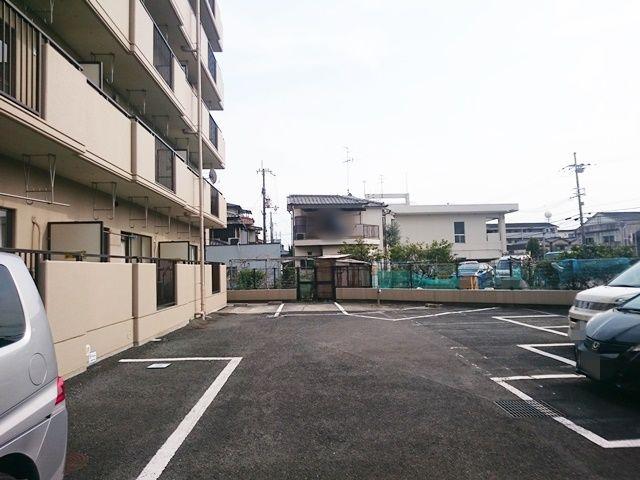 【道順4】駐車場内1番奥の写真です。