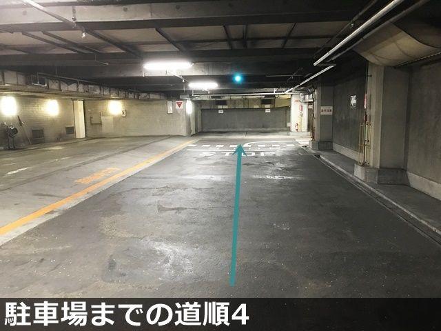【駐車場までの道順4】最後の角を右折後、しばらく直進すると突き当りに当駐車場がございます。