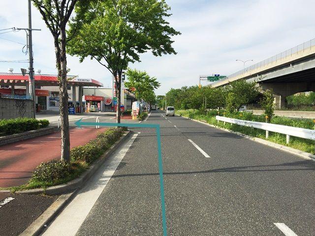 【道順1】府道2号線(中央環状線)の「佐堂町交差点」を「北東」へ進み、2つ目の分かれ道を「左側に折れ」そのまま直進し、1つ目の角を「左折」してください。