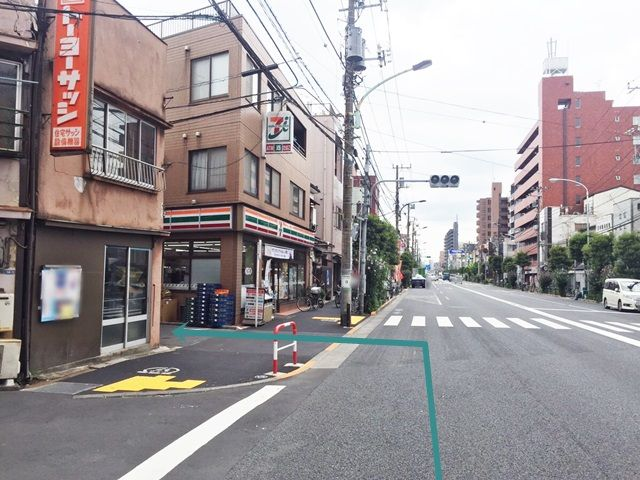 【道順1】明治通り「京島交差点」を「東」に進み、「セブンイレブン墨田八広南店」を「左折」してください。