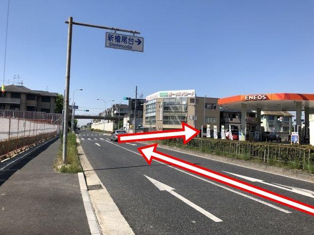 堺泉北環状線の伏屋町東交差点を東方向へ右折