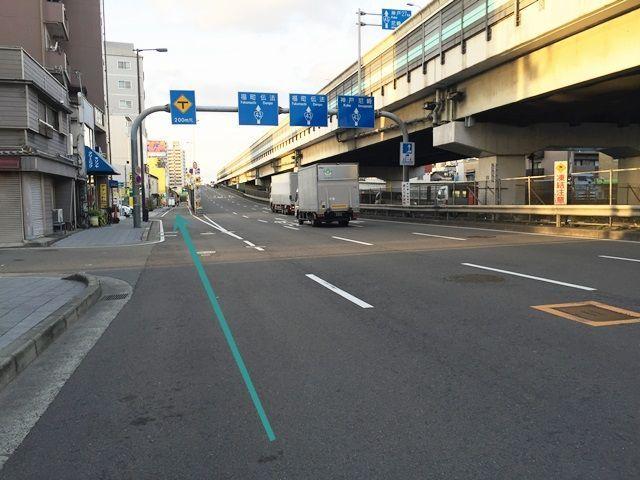 【道順1】「北港通」と「国道43号線」が交わる「梅香交差点」を「北」へお進みください。