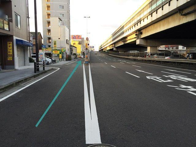 【道順2】左斜線の「側道」へお進みください。