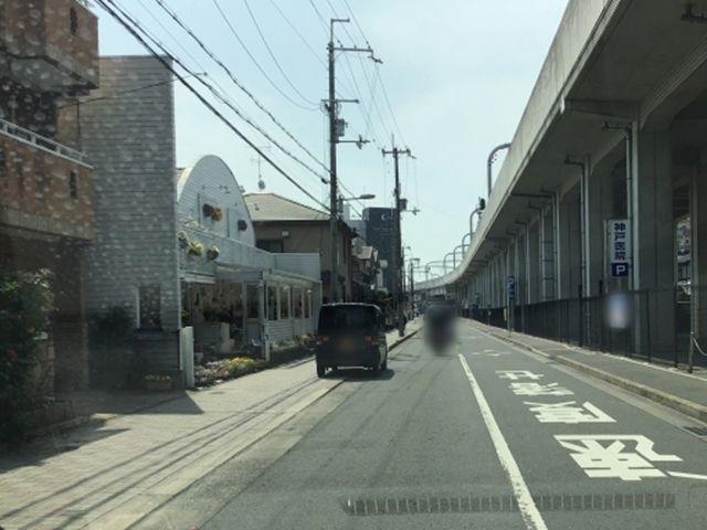 寝屋川市駅から淀屋橋方面へ左に花屋さんがあります