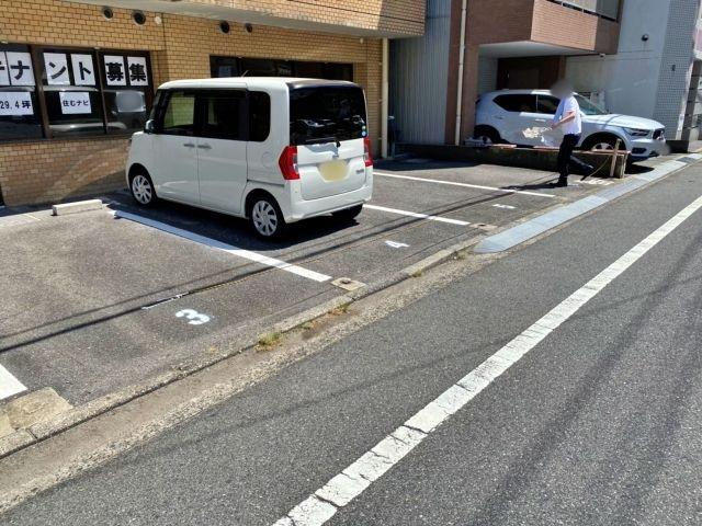 ウィンディア本川 駐車場
