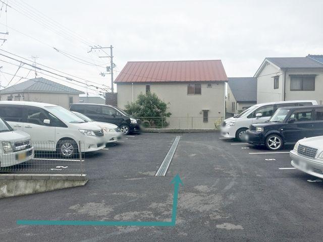 【道順10】akippa設置物がございます。ご確認後、ご予約されたスペースに駐車してください。