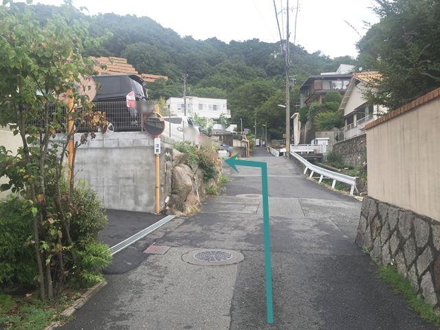 【道順8】信号から450m程直進すると「左手」にご利用駐車場がございます。