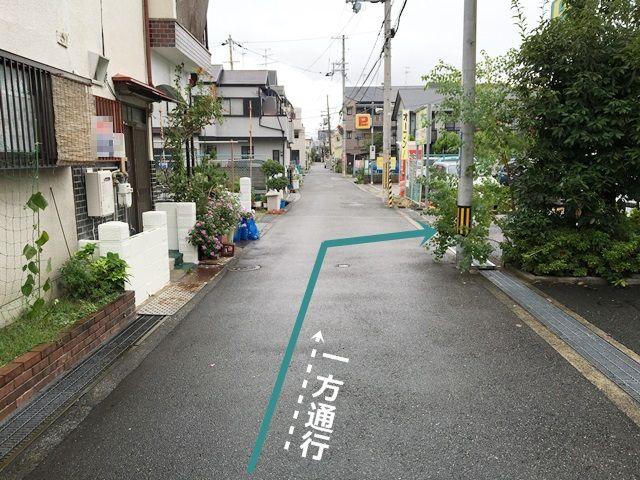 【道順3】右側にakippa駐車場がございます。