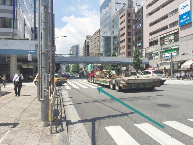 【道順1】第一京浜(国道15号線)を「大門駅」方面から「泉岳寺駅」方面へと進んでください。