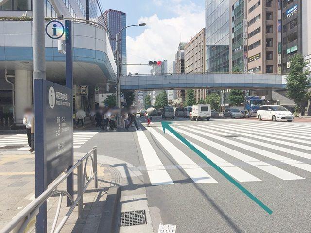 【道順2】「田町駅西口交差点」を直進してください。