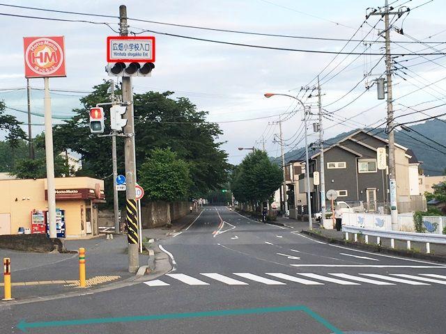 【道順1】県道613号線「矢名交差点」を「西」へ進み、「広畑小学校入口交差点」で斜め左に折れてください。
