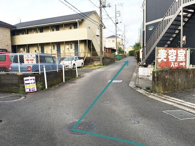 【道順3】斜め右方向にお進みください。