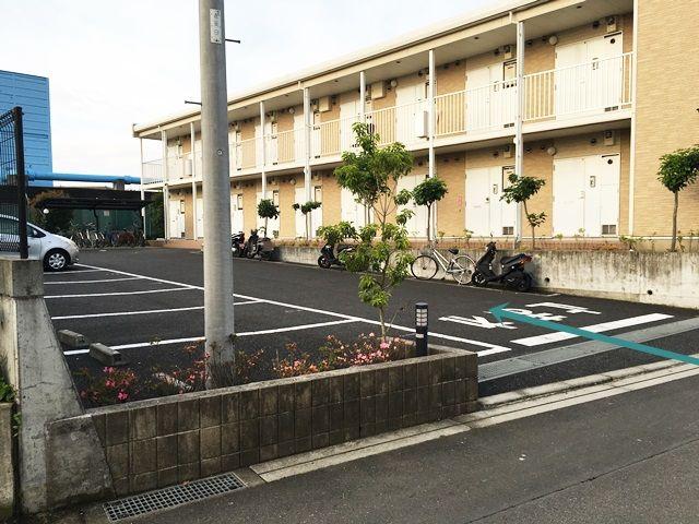 【道順7】駐車場の写真です。ご予約時のスペースに駐車してください。