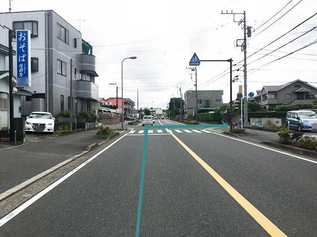 【道順2】2つ目の信号を過ぎて、1つ目の交差点を「右折」してください。