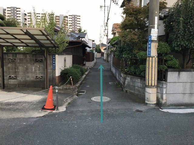 【道順3】ここから道が狭くなっておりますので、お気をつけてお進みください。