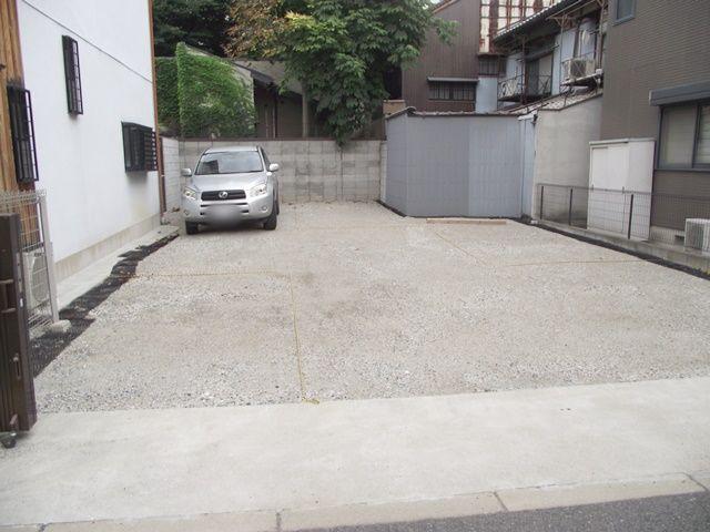 【道順3】ご利用駐車場になります。ご予約されたスペースに駐車してください。