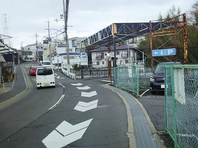 交通量の多い道路ですので、注意しながら入出庫してください