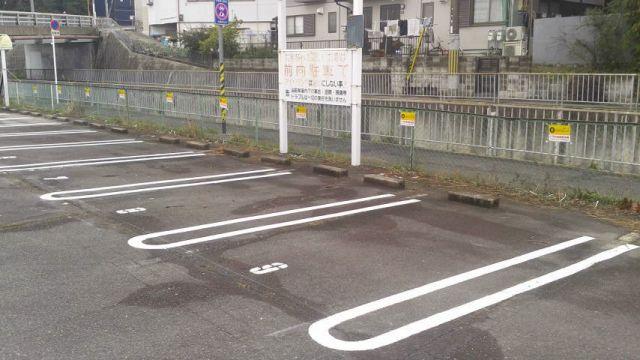 akippaのPOPが設置されています。区画図を確認したうえで所定の場所へ駐車してください