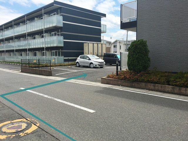 【道順5】駐車場の写真です。ご予約時のスペースに駐車してください。