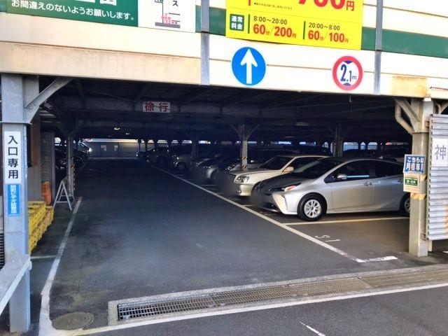 1F駐車場入口