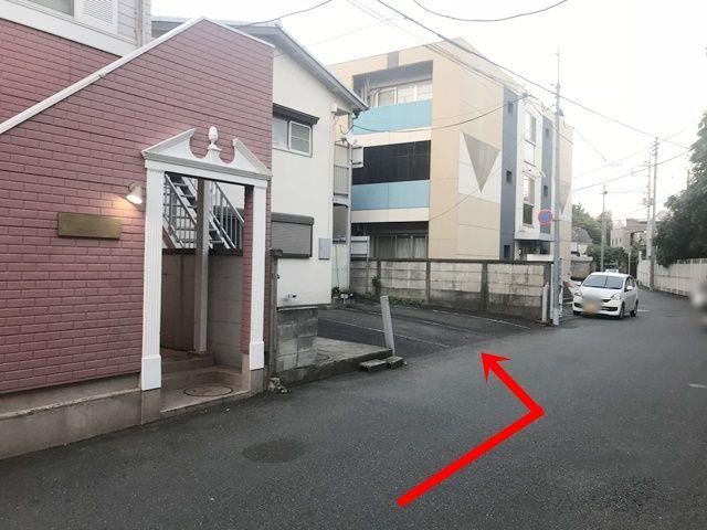 こちらがakippa駐車場です。予約完了後に通知されるスペース番号をご確認のうえ駐車してください。