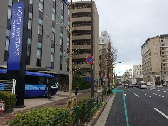 【道順1】「環八通り」の「穴守稲荷交差点」を「西」に進み、左手にホテルマイステイズの看板が見えますので、次の角を「左折」してください。